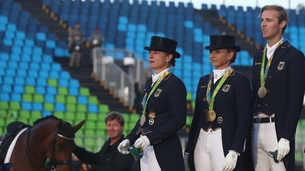 Isabell Werth (l.) und Co. gehen in Tyron auf Medaillenjagd