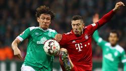Milos Veljkovic (l.) musste gegen Bayern verletzt ausgewechselt werden