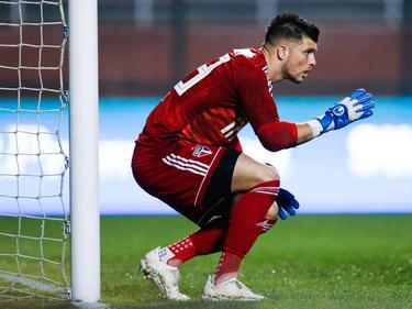 Tiago Volpi (meta de Sao Paulo) se introdujo un gol en su propio arco.