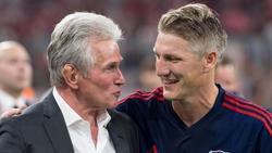 Lobt seinen ehemaligen Trainer Jupp Heynckes (l) als Persönlichkeit: Bastian Schweinsteiger
