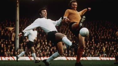 Kevin Hector (Derby County, r.) and Mike Bailey