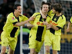 Gibt seinen Ausstand als Profi-Fußballer: Ex-BVB-Profi Tomas Rosicky (Mitte)