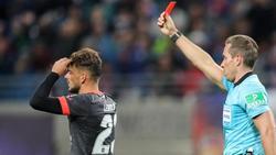 Muss gegen Hoffenheim zuschauen: Tim Leibold (l.)