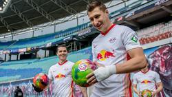 Orban (r.) sieht einem möglichen Abgang von Sabitzer (l.) zum FC Bayern gelassen entgegen