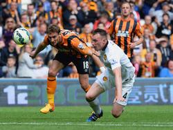 Phil Jones (r.) verteidigt weiter für Manchester United