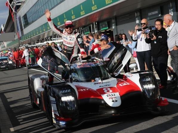 Drei Siege aus drei Rennen, aber nur zwei behalten: Fernando Alonso fühlt sich wohl