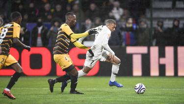 Mbappé inicia una de sus ya famosas arrancadas. (Foto: Imago)