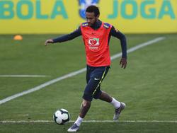 Neymar en la sesión de entrenamiento de Brasil, hoy.