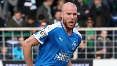 Manfred Starke unterschreibt beim 1. FC Kaiserslautern