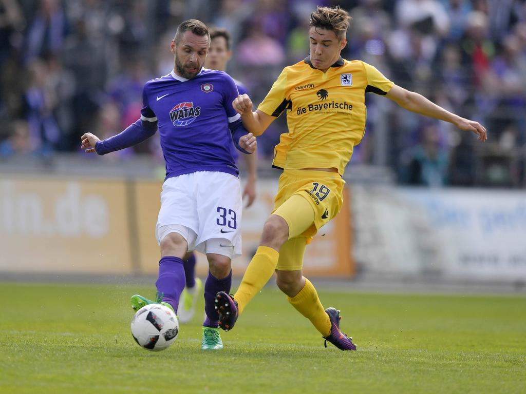 Christian Tiffert (li.) hat seinen Vertrag in Aue verlängert
