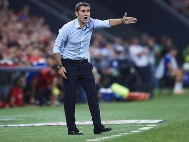 Valverde da órdenes a sus jugadores en San Mamés.