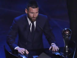 Messi tras recibir el premio The Best de la FIFA.