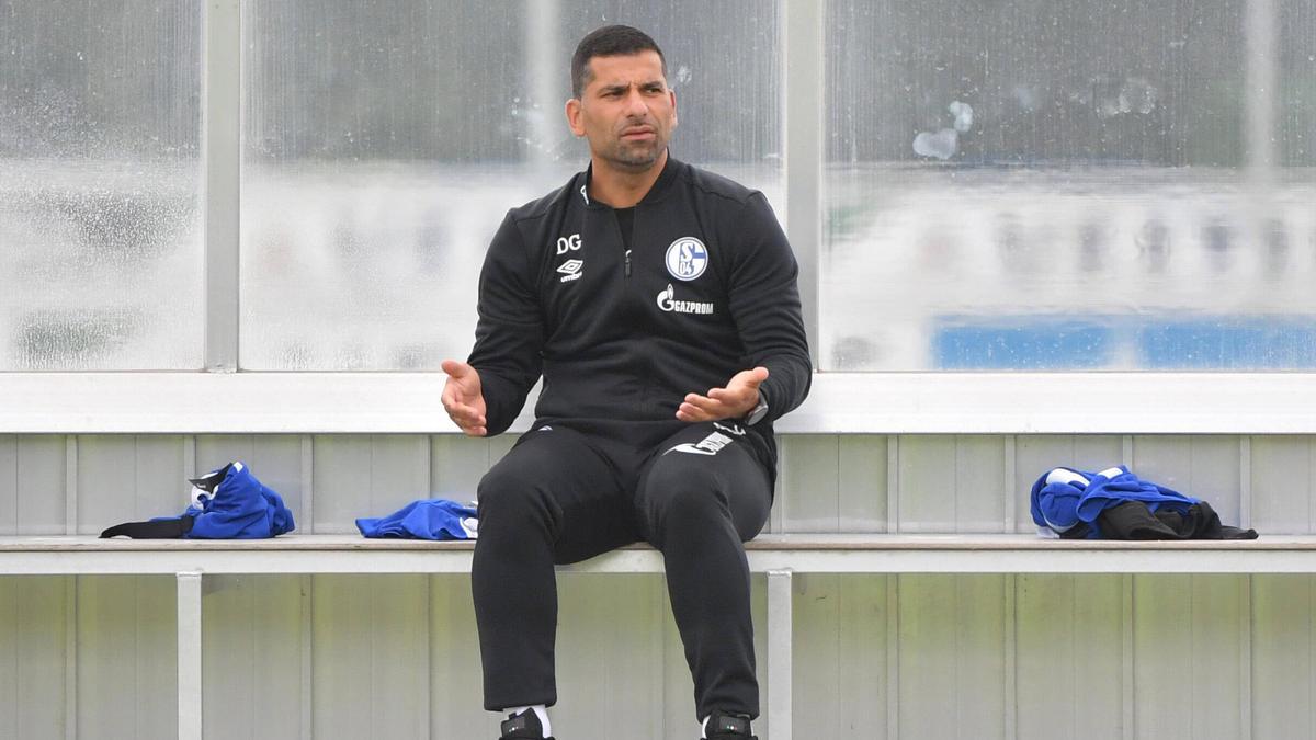 Dimitrios Grammozis startet am Freitag mit Schalke in die neue Saison