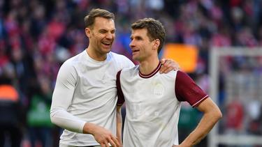 Manuel Neuer und Thomas Müller vom FC Bayern blicken einzig und allein auf das Achtelfinal-Spiel gegen Chelsea
