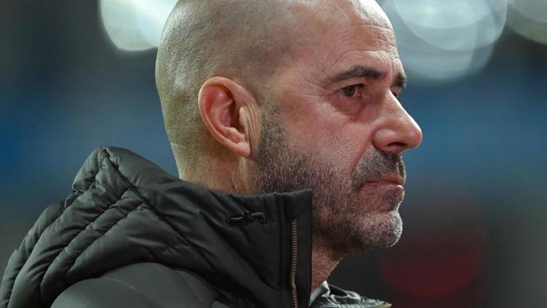 Leverkusens Trainer Peter Bosz muss gegen OGC Nizza auf gleich acht Spieler verzichten