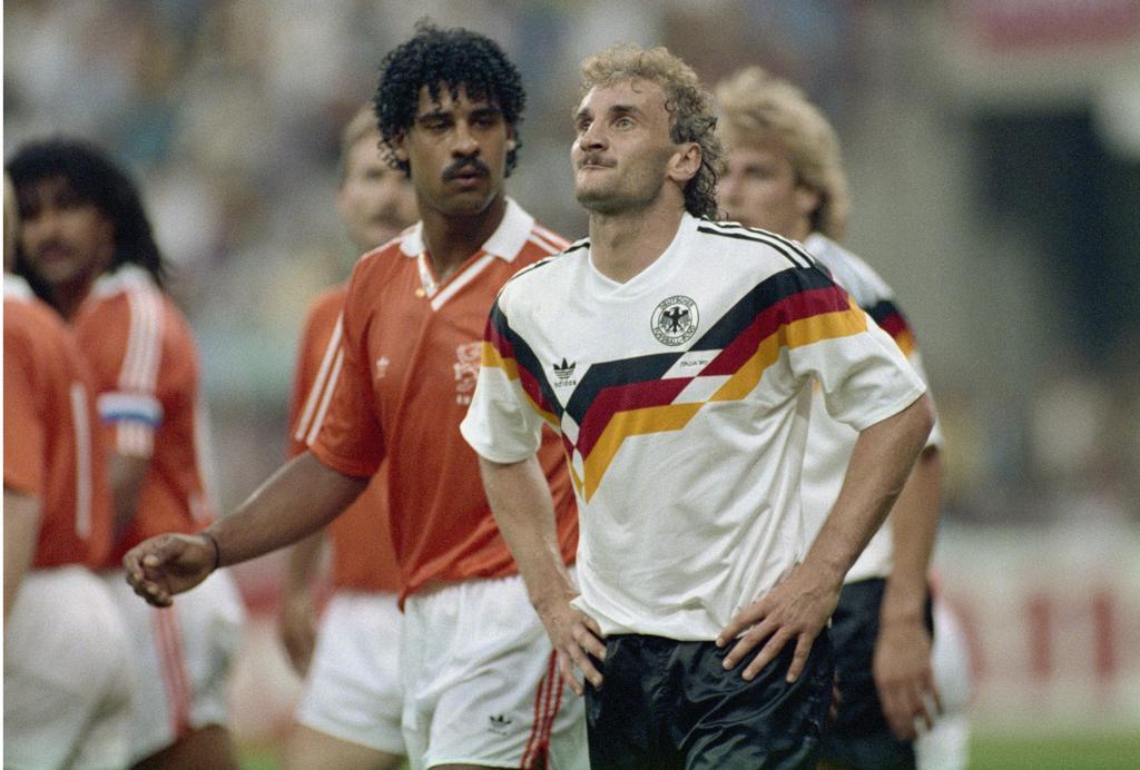 Frank Rijkaard bespuckt Rudi Völler