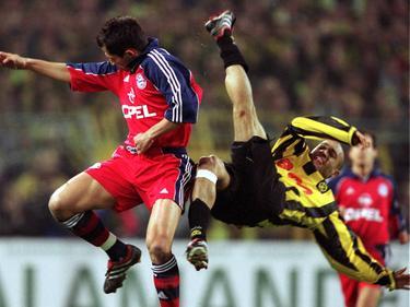 Zweikampf zwischen Münchens Salihamidžić (l.) und Dortmunds Dédé