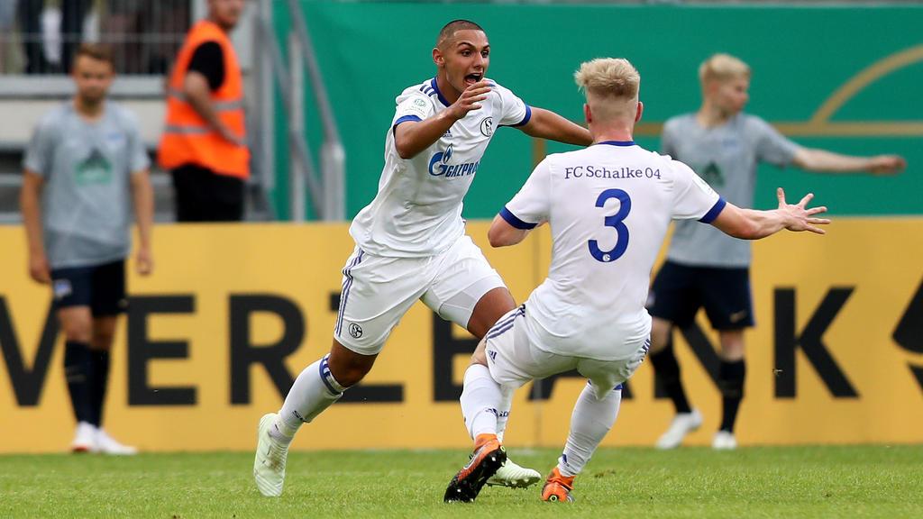 Ahmet Kutucu (l.) sorgt in der Schalker U19 für Furore