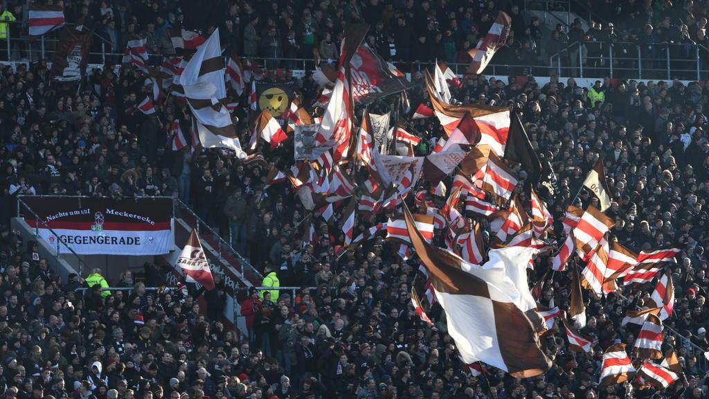 St-Pauli-Fans zündeten Pyros im Stadion