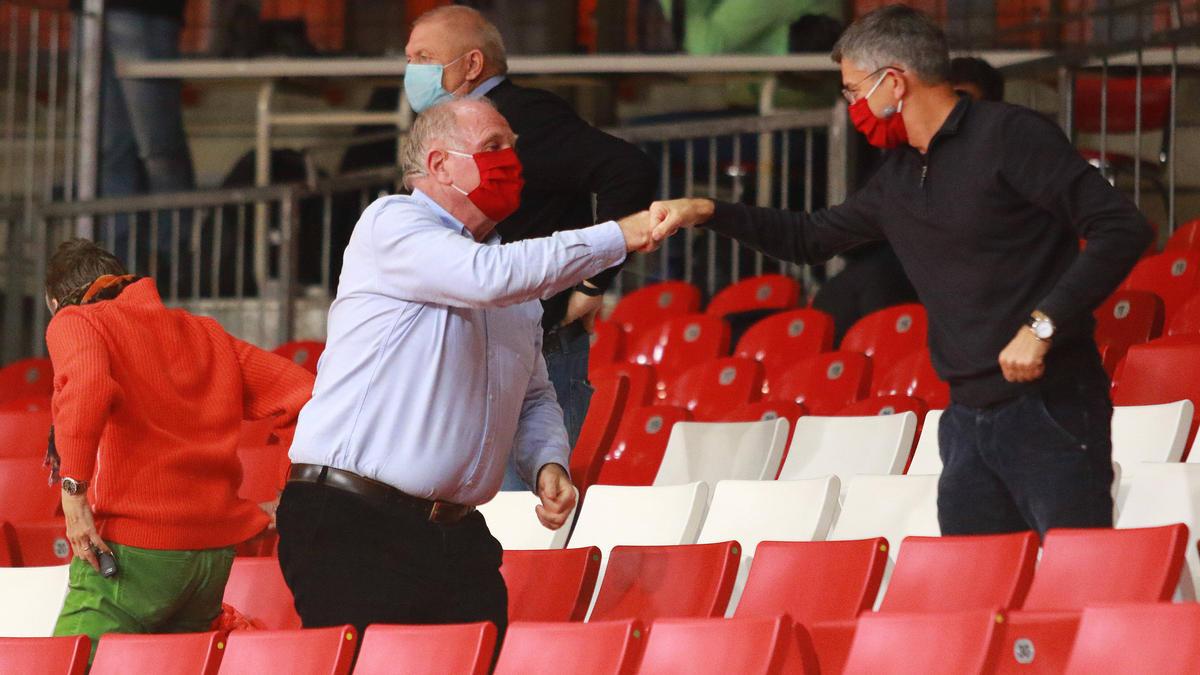 Ist ein großer Fan der Bayern-Basketballer: Ex-Präsident Uli Hoeneß (li.)