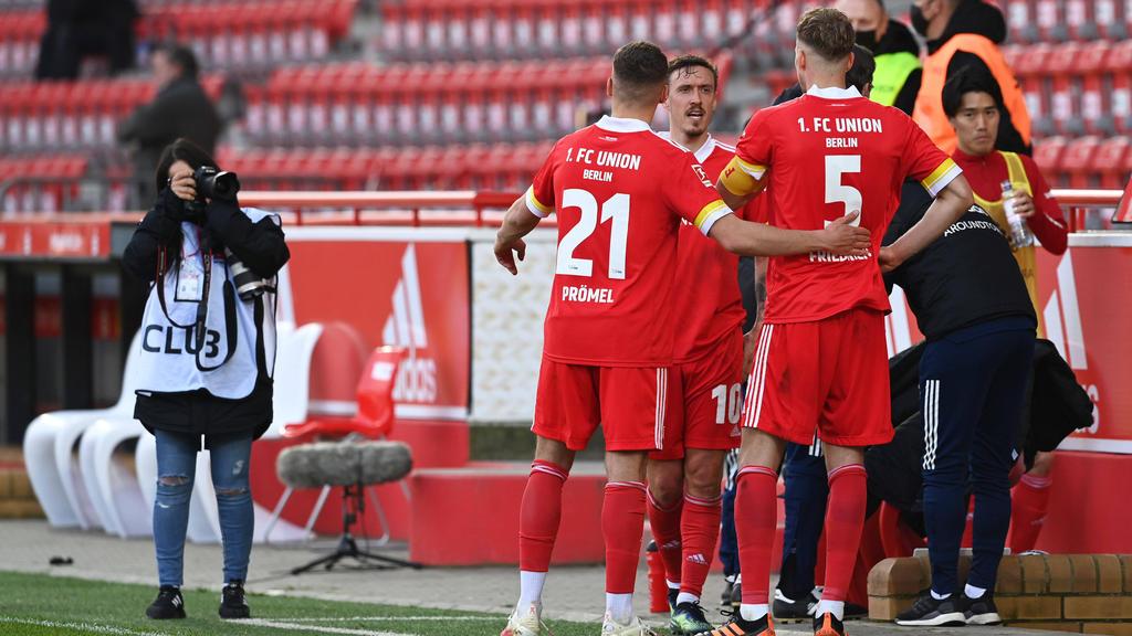 Union-Fans feierten nach dem Sieg ihrer Mannschaft am Stadion