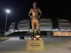 Estatua en recuerdo de Diego Maradona en Argentina.
