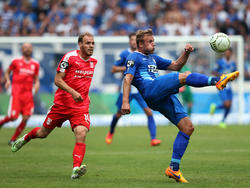 Felix Schiller (r.) bleibt beim 1. FC Magdeburg