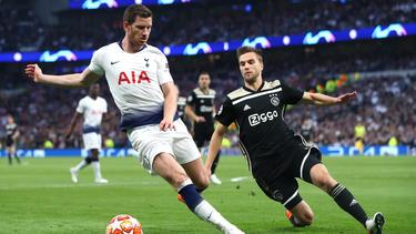 Vertonghen (izq.) en la eliminatoria de Champions ante el Ajax el pasado mayo.