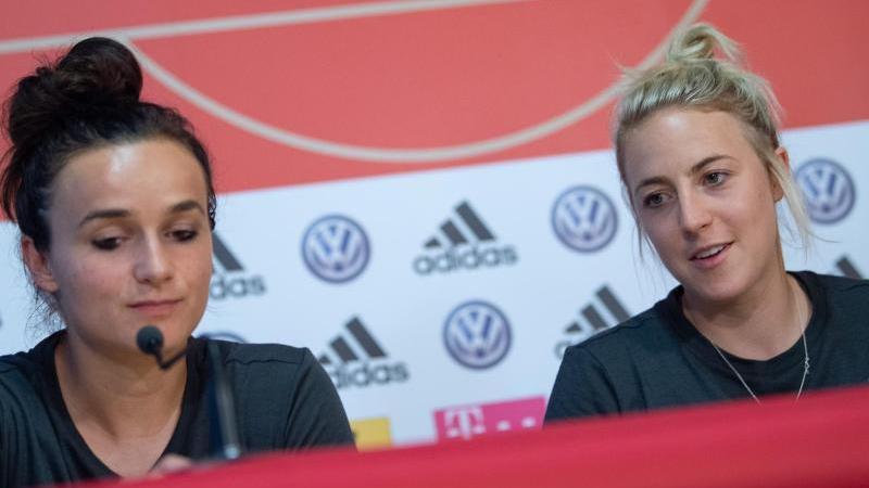 Carolin Simon und Lina Magull beschäftigen sich nicht mit Rechenspielen