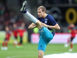 Holger Badstuber calienta con la camiseta del Schalke 04. (Foto: Imago)