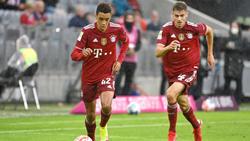 Josip Stanisic (r.) bestritt in dieser Saison bereits zehn Spiele für den FC Bayern