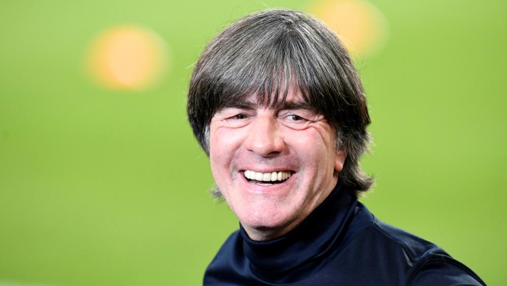 Joachim Löw beobachtet wieder vor Ort im Stadion