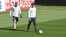 Bundes-Torwarttrainer Andreas Köpke (l.)