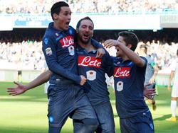 Gonzalo Higuaín, José Callejón (li.) und Jorginho (re.) haben in Neapel derzeit Grund zur Freude.