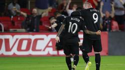 Wayne Rooney (r.) gab die Vorlage zum 3:0
