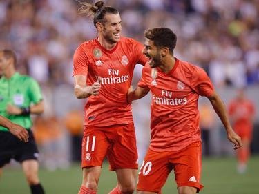 Bale y Asensio celebran uno de los dos goles anotados entre ellos. (Foto: Imago)