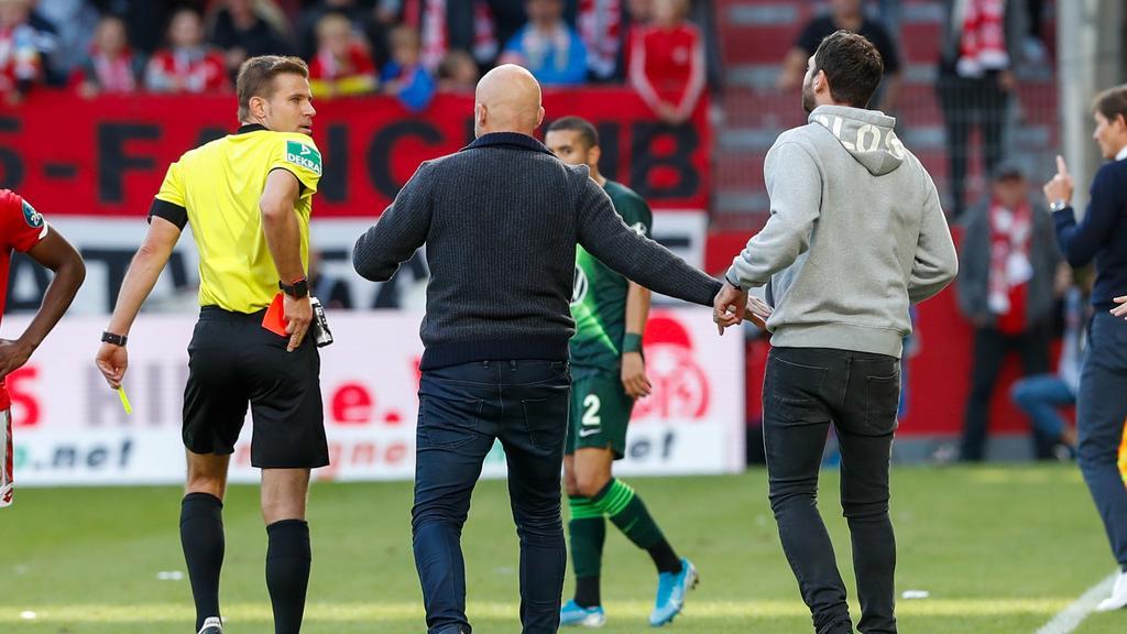 Fussball Bundesliga Premiere Gelb Rote Karte Fur Trainer