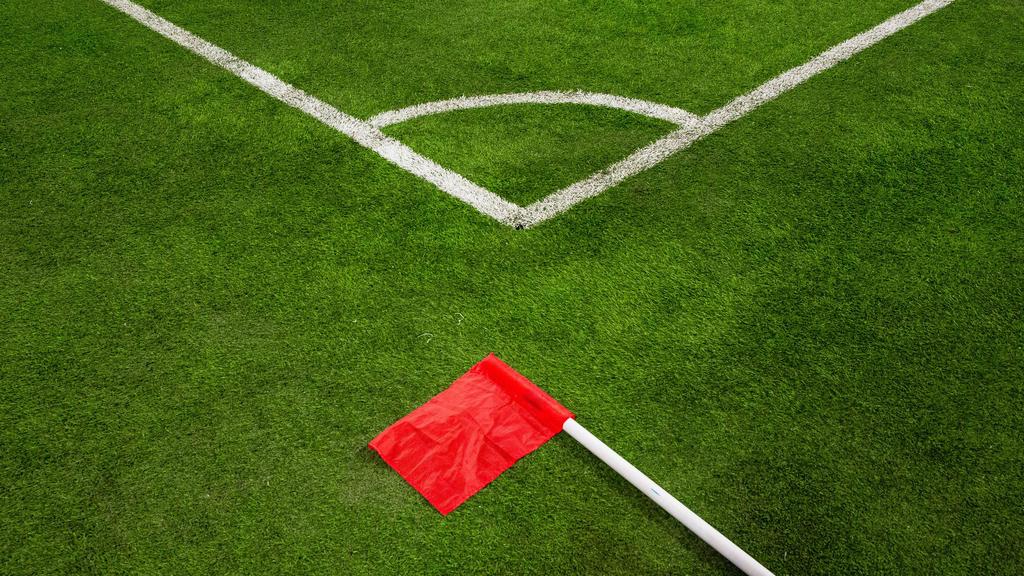 英格兰足球延伸至关机4月30日