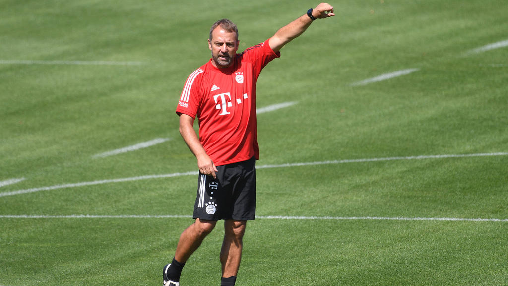Hansi Flick bewertet die Arbeit von Sebastian Hoeneß beim FC Bayern sehr positiv