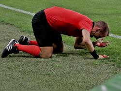 Der Linienrichter musste blutend ins Krankenhaus