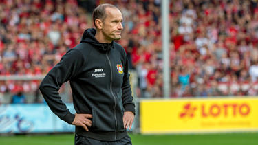 Bayer-Trainer Heiko Herrlich steht in der Kritik