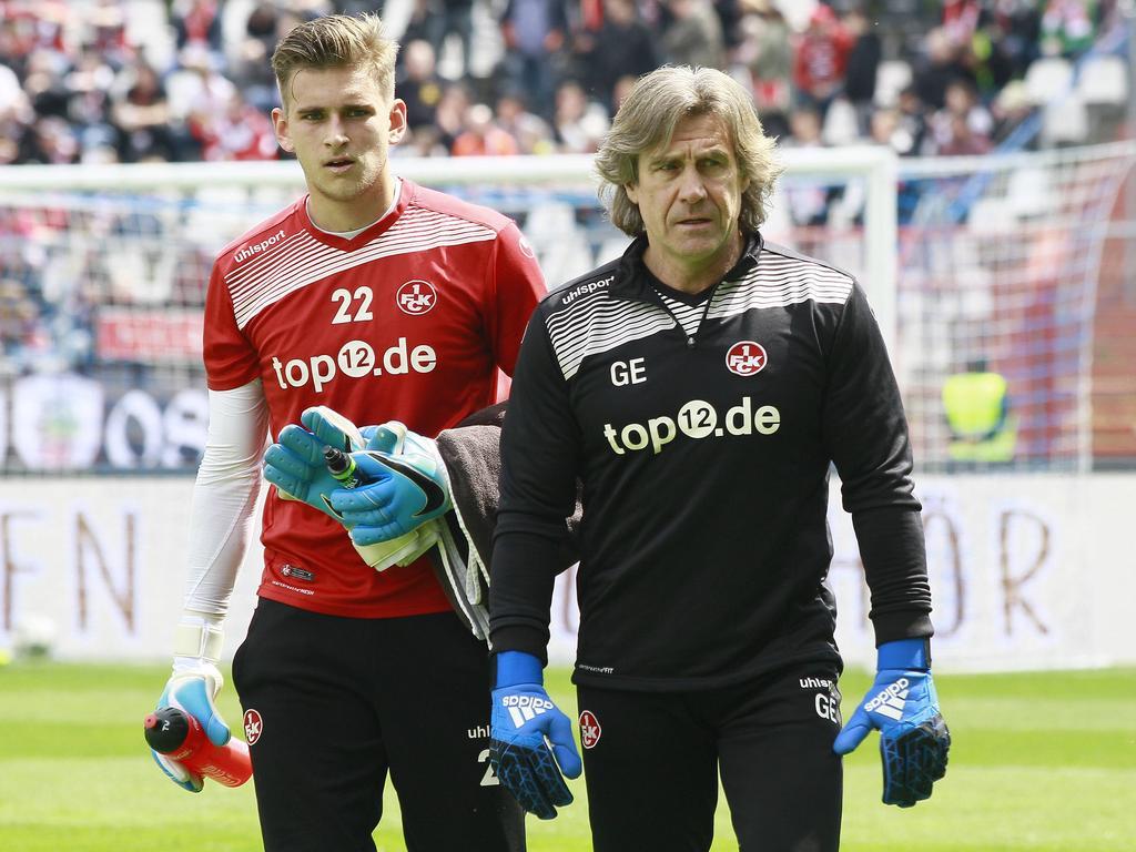 Lehrling und Lehrer: Julian Pollersbeck (l.) erhält Lob von Gerry Ehrmann (r.)