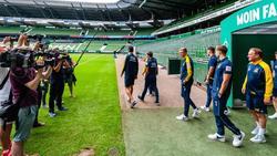 Die Spieler von Atlas Delmenhorst besichtigen das Bremer Weserstadion