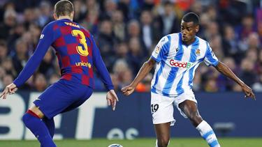 Spielt der ehemalige BVB-Stürmer Isak (r.) künftig für den FC Barcelona?