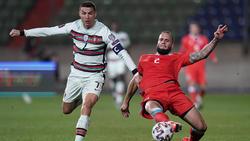 Ronaldo (l.) siegte mit Portugal 3:1 gegen Luxemburg