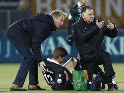 Alexander Sørloth is geblesseerd en kan niet verder tijdens het competitieduel PEC Zwolle - FC Groningen. (30-01-2016)