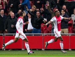 Riechedly Bazoer (r.) kan al vroeg juichen tijdens het competitieduel Ajax - Vitesse. (23-01-2016)