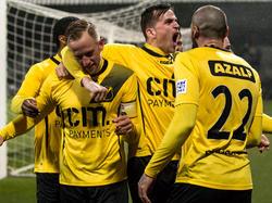 NAC Breda komt op bezoek bij FC Dordrecht op 0-2 en weer is het Sjoerd Ars (l.) die scoort. De goaltjesdief viert zijn doelpunt met onder meer Mats Seuntjens (m.) en Joey Suk (r.). (05-02-2016)
