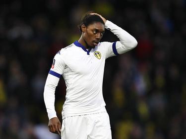 Jordan Botaka checkt even of zijn haar goed zit tijdens het FA Cup-duel Watford - Leeds United (20-02-2016).