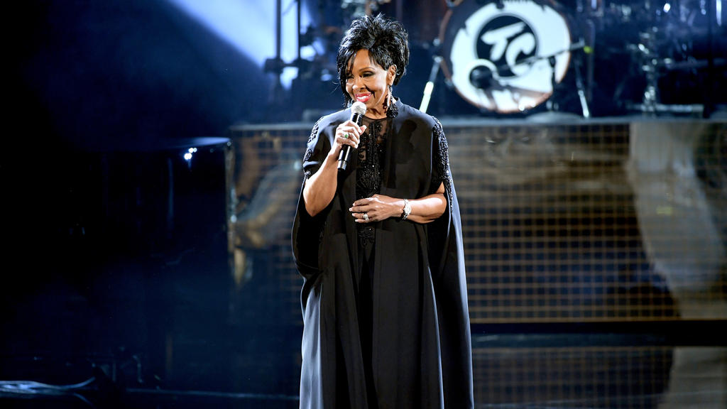 Gladys Knight singt die Nationalhymne beim Super Bowl